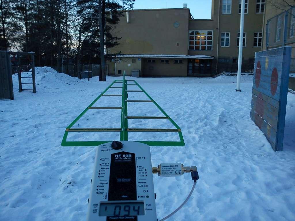 Koulu matkapuhelintukiasemana - 94 mW/m2 - 94.000 uW/m2